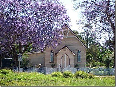 Jacarandá_11_cercando uma igreja em Wooroolin_na Austrália